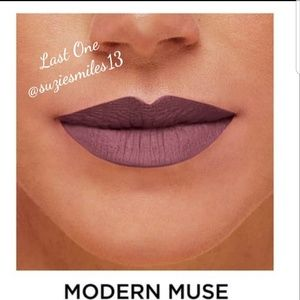 Karl Lagerfeld Makeup - Karl Lagerfeld + Model Co Limited Edition Lipstick